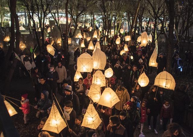 La fête des lanternes avec le théâtre des Poussières à la Villette en 2016 / © William Beaucardet
