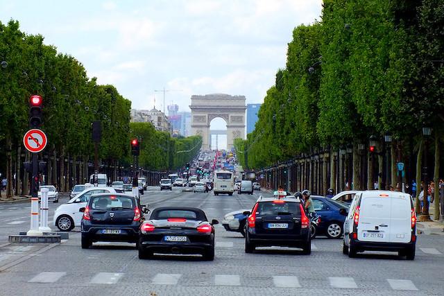 Les Champs-Elysées à Paris / © Constantine H. (Creative commons - Flickr)