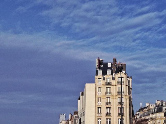 Paysage architectural le long de la Ligne 2 du métro / © Solenn Cordroc'h pour Enlarge your Paris