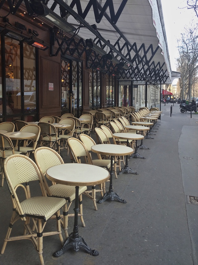 Terrasse déserte / © Solenn Cordroc'h pour Enlarge your Paris