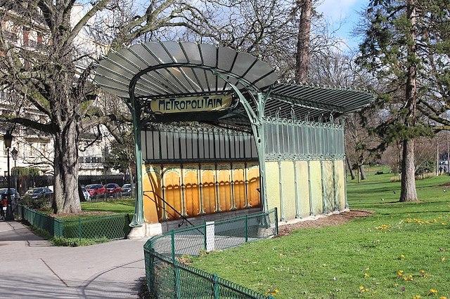 L'entrée du métro Porte Dauphine imaginée par Hector Guimard / © Chabe01 (Wikimedia commons)