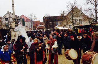 Troubadours et cracheurs de feu vous font passer un week-end médiéval à Provins