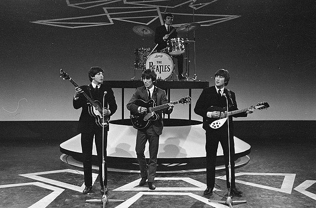 Les Beatles en 1964 avec Paul McCartney, George Harrison, John Lennon et Jimmy Nicol, batteur remplaçant de Ringo Starr pendant un mois / © Eric Koch / Anefo