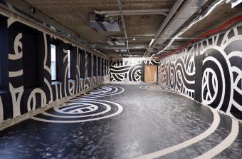 Un immeuble de bureaux reconverti en galerie d'art éphémère à Nanterre