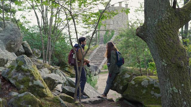 """En forêt de Fontainebleau avec Adrien et Anaïs lors du tournage du documentaire """"From Paris to the Wild"""" / © Helloways et les Explorers"""