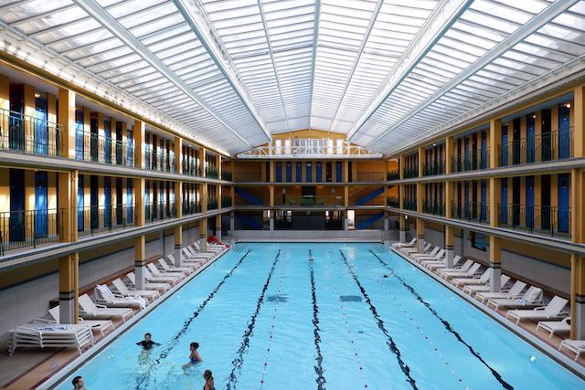 Le bassin d'hiver de la piscine Molitor à Paris / © Solenn Cordroc'h pour Enlarge your Paris