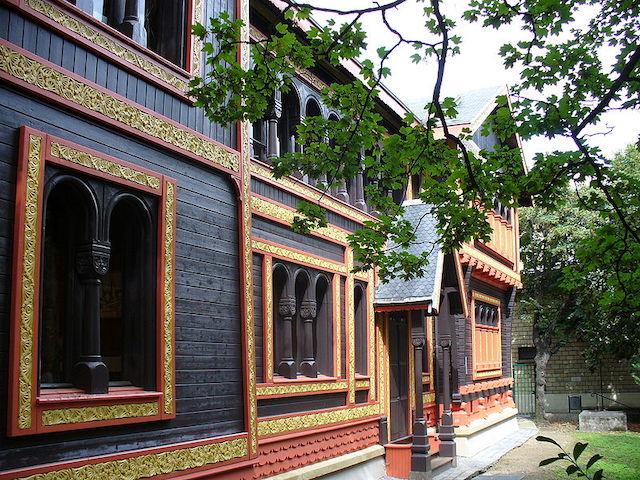 Le pavillon de la Suède et de la Norvège à Courbevoie dans lequel est installé le musée Roybet-Fould / © Parisette (Wikimedia commons)