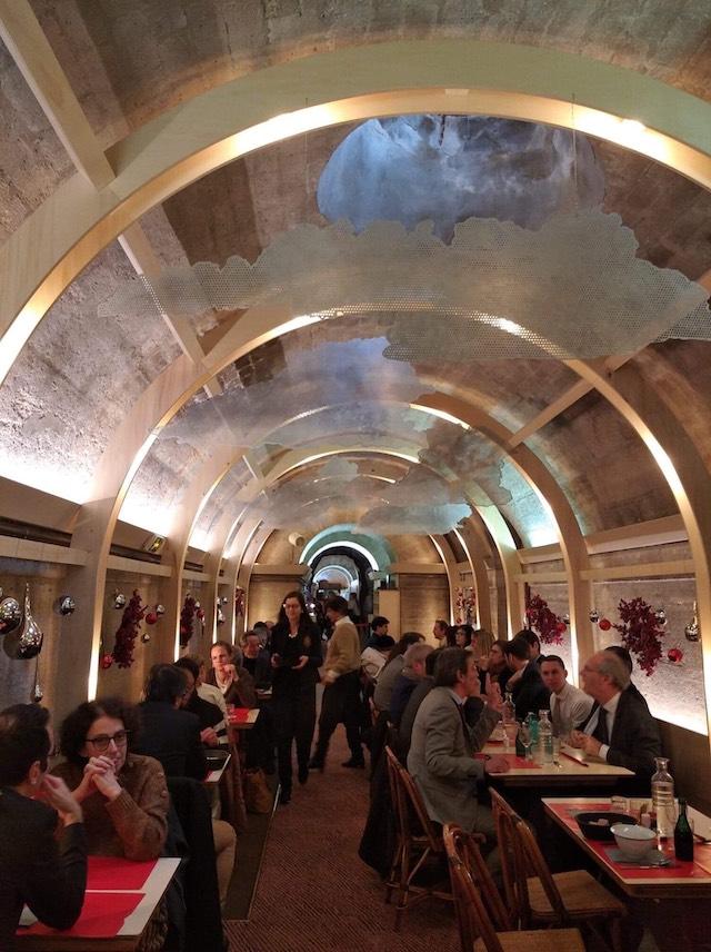 Le Refettorio dans la crypte de l'église de la Madeleine à Paris / © Solenn Cordroc'h pour Enlarge your Paris