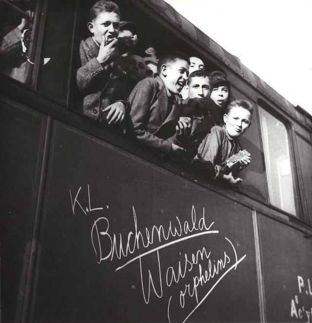 Arrivée en gare de Thionville le 6 juin 1945 de 426 jeunes rescapés du camp de Buchenwald provenant pour la plupart du camp d'Auschwitz-Birkenau / © Mémorial de la Shoah - OSE