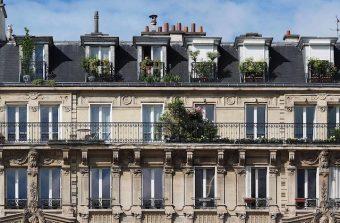 Une Parisienne se met en quête d'appartements vides pour loger les personnels soignants