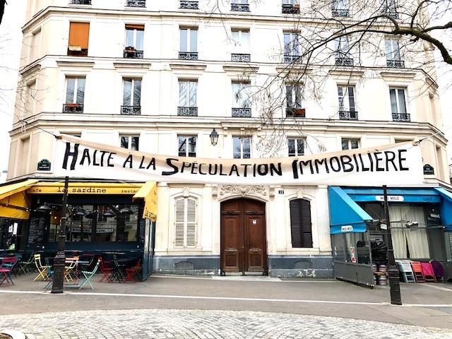 Mobilisation des habitants de la place Sainte-Marthe à Paris (10e) contre la spéculation immobilière dans le quartier / © Steve Stillman pour Enlarge your Paris