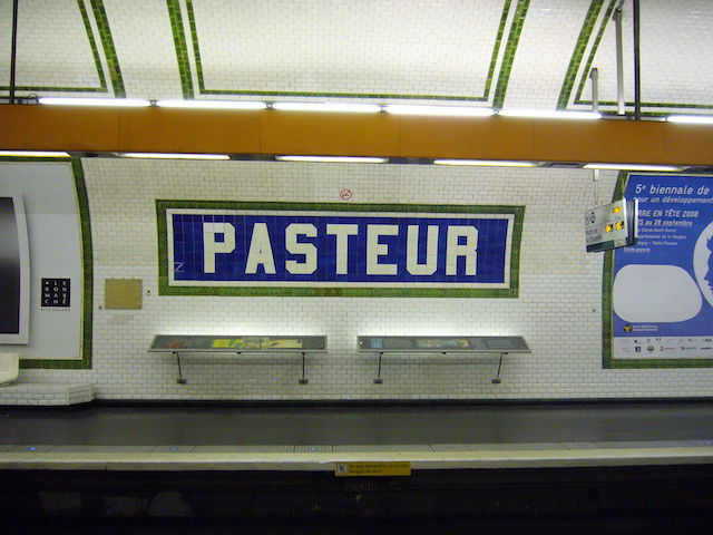 Station de métro à Paris en hommage à Louis Pasteur, à l'origine d'une vraie révolution dans le système de santé / © Greenski (Wikimedia commons)