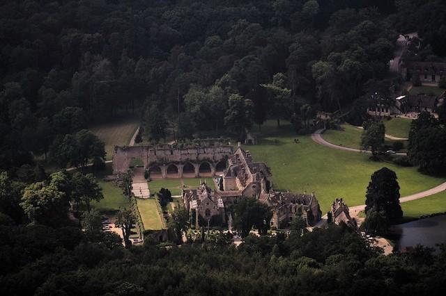 L'abbaye des Vaux-de-Cernay dans le parc naturel de la Haute Vallée de Chevreuse / © Ash_Crow (Creative commons - Flickr)