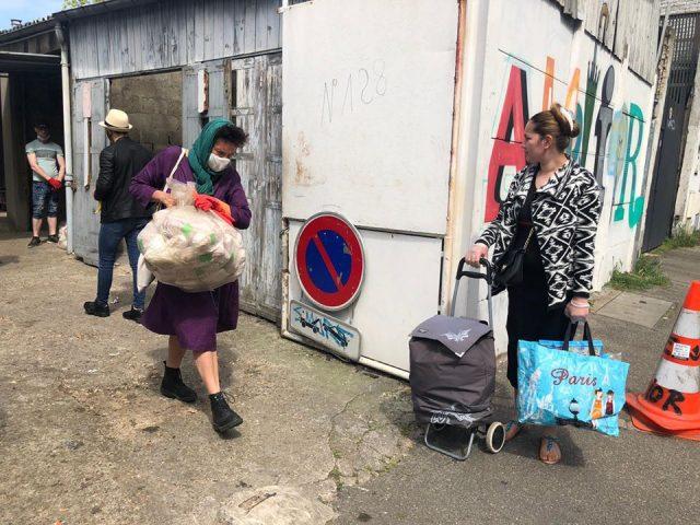 Distribution de nourriture dans les locaux de l'association Amelior / DR