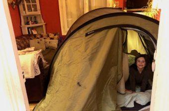 Samedi soir, plantez votre tente dans le salon pour «The Grand Quarantined Bivouac»