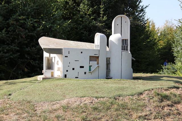 La chapelle Notre-Dame du Haut à Ronchamp en Haute-Saône / © Gilles Couteau (Creative commons - Flickr)