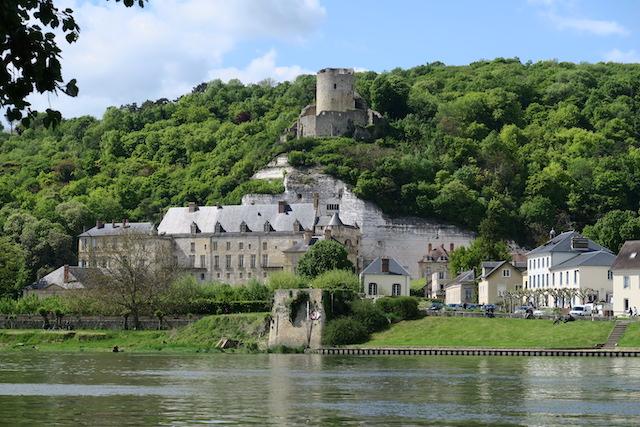 Le village de la Roche-Guyon dans le parc naturel du Vexin / © PNR Vexin français