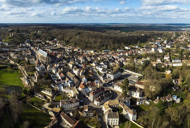Le village de Montfort-l'Amaury dans le parc naturel de la Haute Vallée de Chevreuse / © Pierre Lesage (Creative commons - Flickr)
