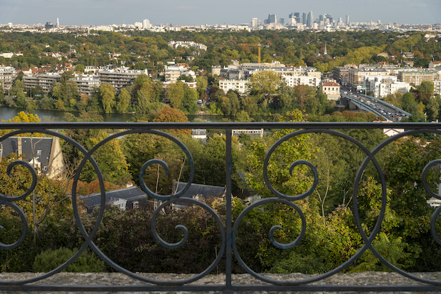 Vue sur La Défense et la plaine de Montesson depuis le Grand parterre de Saint-Germain-en-Laye / © Jérômine Derigny pour Enlarge your Paris