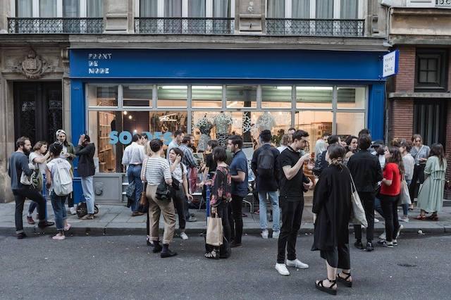 La boutique Front de Mode à Paris dans le 3e commercialise les marques de mode écologiques et éthiques / © Front de Mode