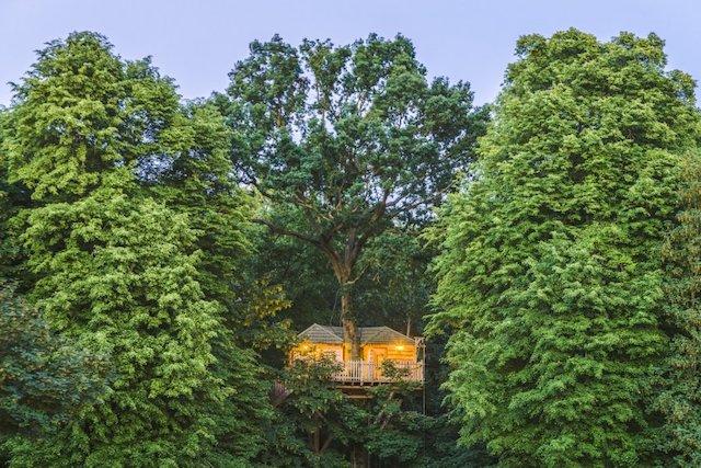 Le réseau des Cabanes de France recense 500 cabanes à travers l'Hexagone dont plusieurs à moins de 100 km de Paris comme ici à Raray dans l'Oise / © Les Cabanes des Grands Chênes