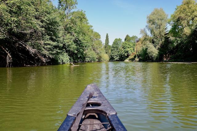 Canoë sur un bras de la Seine dans le parc naturel du Vexin français avec Vexin Outdoor Adventure / © Solenn Cordroc'h pour Enlarge your Paris