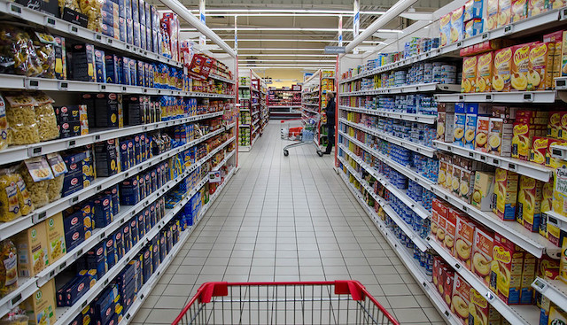 Les rayons d'un supermarché en France /  © Chat_44 (Flickr - Creative commons)