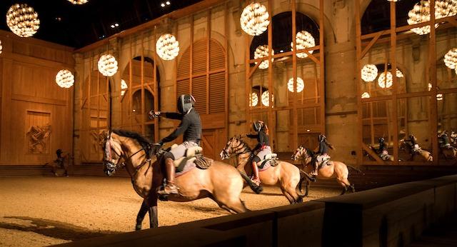 """Le spectacle """"La Voie de l'écuyer"""" à l'Académie équestre de Versailles / © F. Berthelot"""