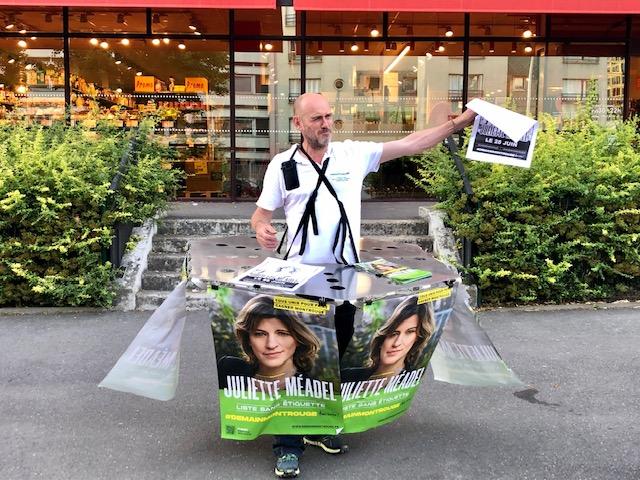 Nicolas Trub lors de la campagne des Municipales 2020 à Montrouge / © Steve Stillman pour Enlarge your Paris