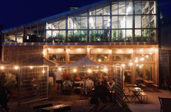 Un restaurant ouvre dans une ferme urbaine sur les rails de la Petite Ceinture