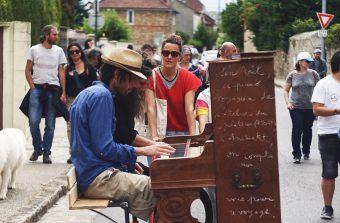 Traversez le Grand Paris derrière un piano roulant