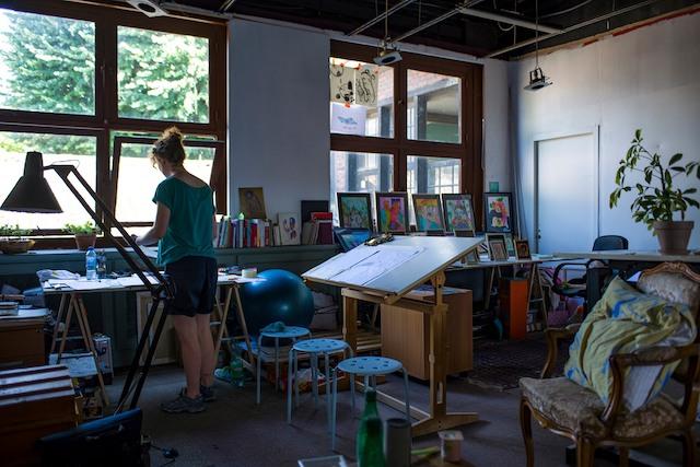 L'un des ateliers au sein de la friche du PréàVie / © Soukmachines