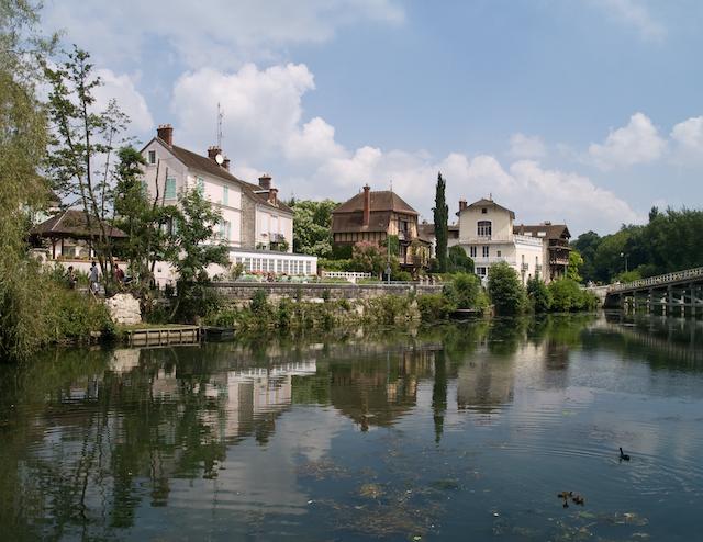 Le village de Samois-sur-Seine, en lisière de la forêt de Fontainebleau / © Myrabella (Wikimedia commons)
