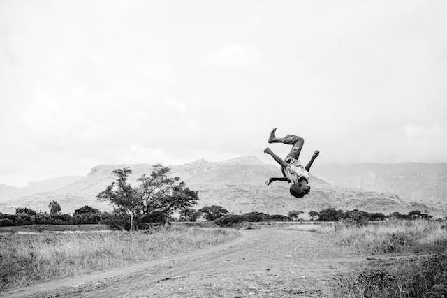 En Ouganda, un jeune breakdancer dans l'oeil de Kibuuka Mukisa Oscar, l'un des photographes exposés à la 8e édition de l'Oeil urbain à Corbeil-Essonnes / © Kibuuka Mukisa Oscar