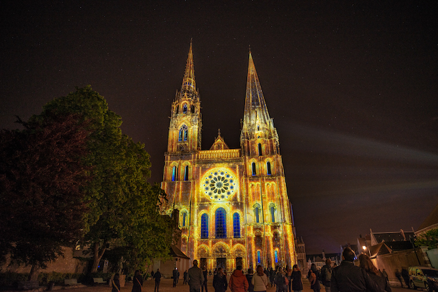 La cathédrale de Chartres s'illumine chaque soir jusqu'au 10 octobre dans le cadre de Chartres en lumières / © Ville de Chartres