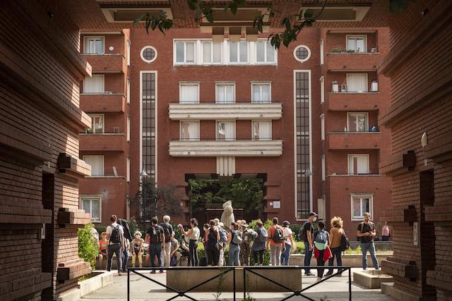 Jour 7. Ensemble HBM (habitation à bon marché) du square Dufourmantelle à Maisons-Alfort / © Jérômine Derigny pour Enlarge your Paris