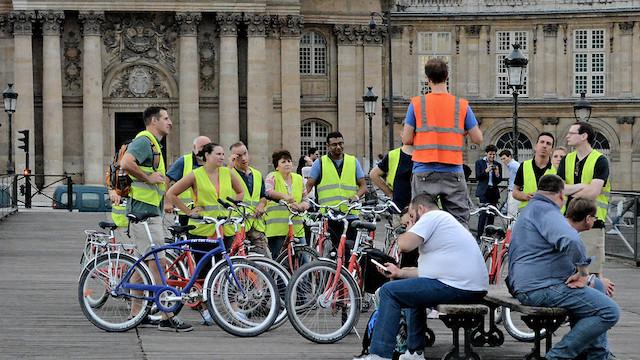 Cyclistes sur le pont des arts à Paris / © Carl Campbell (Flickr - Creative commons)