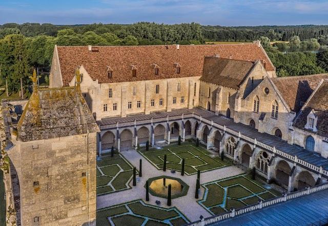 Construite au XIIIe siècle, l'abbaye de Royaumont dans le Val-d'Oise est devenue un centre culturel qui abrite également un hôtel et un restaurant / © Abbaye de Royaumont