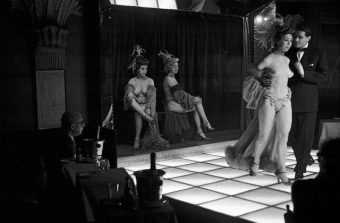 Le Paris des années 1950 en 50 clichés à la Maison Doisneau