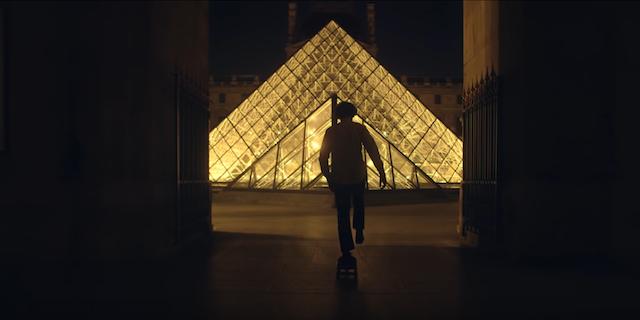"""Le skateur Tristan Helias au Louvre dans le court-métrage """"Museum"""" / © Tristan Helias et Marin Troude"""