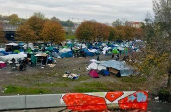 Sous l'autoroute A1 à Saint-Denis, l'humanité à rude épreuve