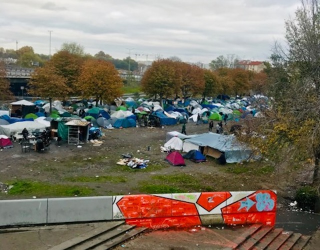 Le campement de migrants sous l'autoroute A1 à Saint-Denis / © Vianney Delourme pour Enlarge your Paris