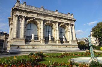 Assistez à une déambulation privée en ligne de l'exposition Chanel au Palais Galliera pour la Nuit des musées