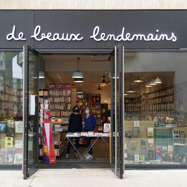 Rosalie et Marianne tiennent la librairie De Beaux Lendemains au 8 allée Rosa Parks à Bagnolet / © Jérômine Derigny pour Enlarge your Paris