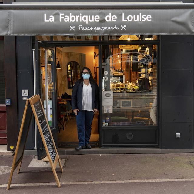 Katia est à la tête de La Fabrique de Louise, restaurant healthy et salon de thé au 10 rue des coches à Saint-Germain-en-Laye / © Jérômine Derigny pour Enlarge your Paris
