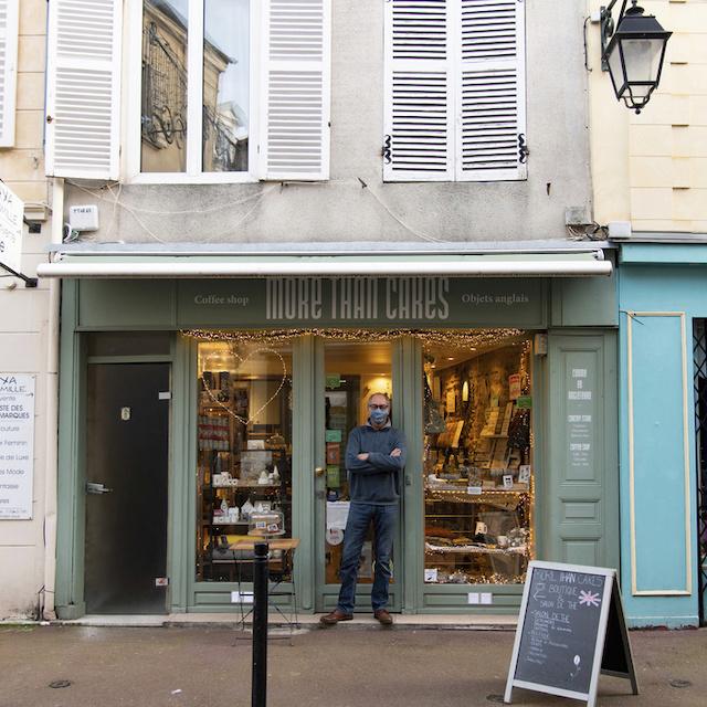 """Philippe dirige """"More than cakes"""", concept store et salon de thé au 6 rue du vieil abreuvoir à Saint-Germain-en-Laye / © Jérômine Derigny pour Enlarge your Paris"""