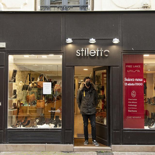 David tient Stiletto, magasin de chaussures au 6 rue des Louviers à Saint-Germain-en-Laye / © Jérômine Derigny pour Enlarge your Paris
