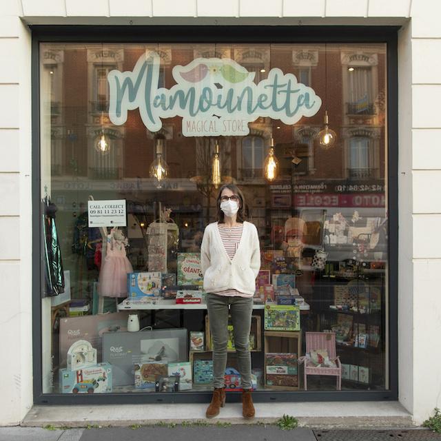 Stéphanie tient Mamounetta magical store, magasin de jouets au 83 avenue Henri Barbusse à Colombes / © Jérômine Derigny pour Enlarge your Paris