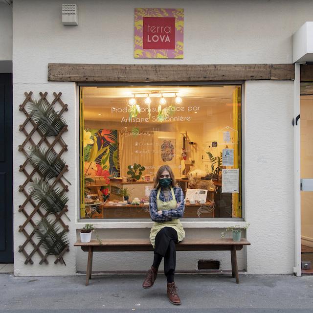 Installée au 67 rue de Charenton à Paris (12e), Marie vend des savons Bio et des cosmétiques solides qu'elle confectionne elle-même / © Jérômine Derigny pour Enlarge your Paris