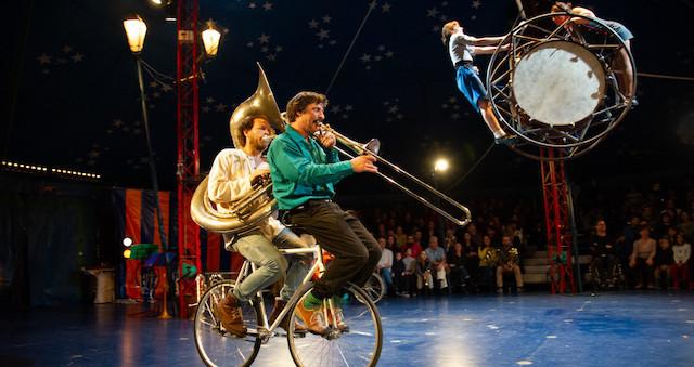 Le collectif Cheptel Aleïkoum se produira à l'Espace cirque d'Antony du 15 au 20 décembre / © Christophe Raynaud de Lage